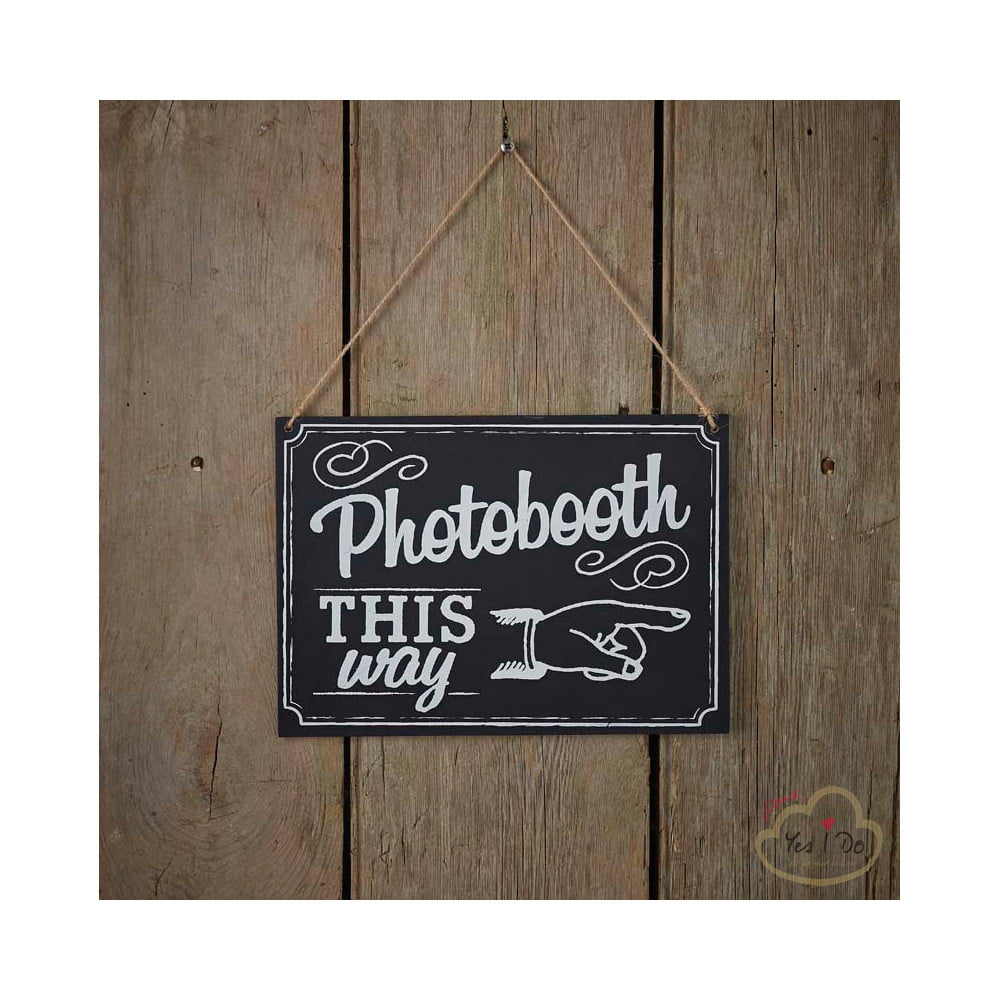 Five Fun DIY Photo Booth Ideas For Your Wedding : The