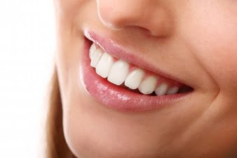 Different teeth whitening options - try teeth whitening wands!